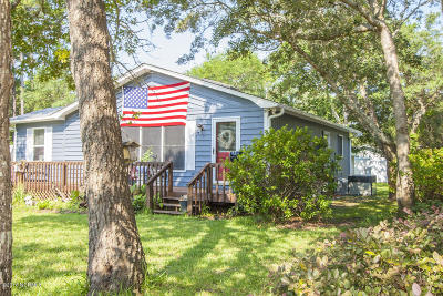 Oak Island Single Family Home For Sale: 211 NE 55th Street