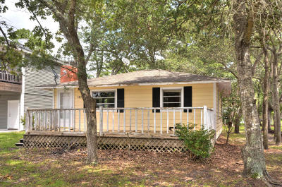 Oak Island Single Family Home For Sale: 140 NE 72nd Street
