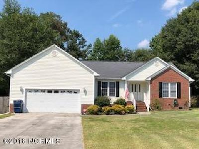 Richlands Single Family Home For Sale: 205 English Walnut Drive