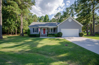 Onslow County Single Family Home For Sale: 204 Sourwood Court