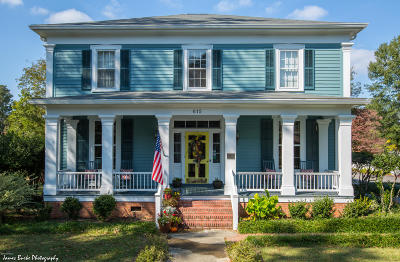 Single Family Home For Sale: 615 College Street