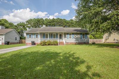 Swansboro Single Family Home For Sale: 113 Foster Creek Court