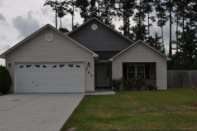 Onslow County Single Family Home For Sale: 707 Savannah Drive