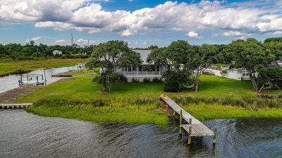 Newport Single Family Home For Sale: 145 Waterfront Avenue