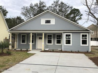 Oak Island Single Family Home For Sale: 165 NW 6th Street