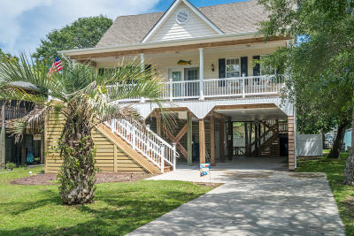 Oak Island Single Family Home For Sale: 104 NE 62nd Street
