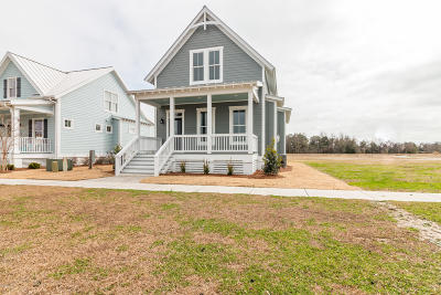 Swansboro Single Family Home For Sale: 208 Villagers Way