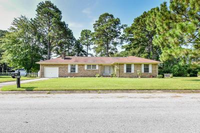Jacksonville Single Family Home For Sale: 202 Cambridge Court