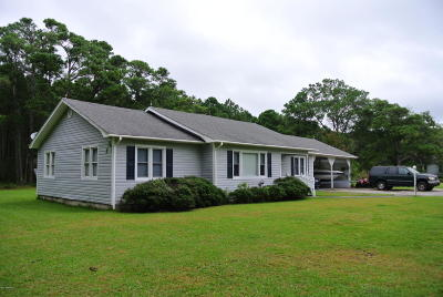 Carteret County Single Family Home For Sale: 499 Hwy 70 Davis