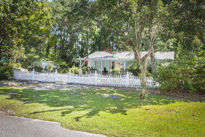 Oak Island Single Family Home For Sale: 330 NE 41st Street