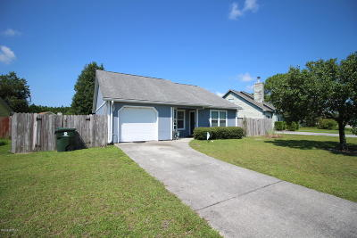 Newport Single Family Home For Sale: 403 Red Fox Trail