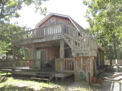 Oak Island Single Family Home For Sale: 223 NE 55th Street