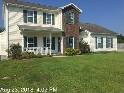 Onslow County Single Family Home For Sale: 104 Whispering Winds Lane