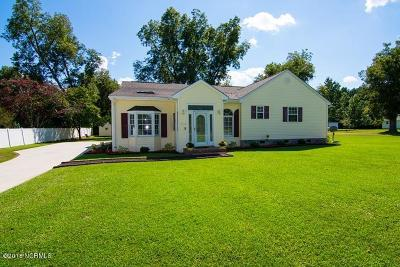 Lake Waccamaw Single Family Home For Sale: 105 Stuart Avenue