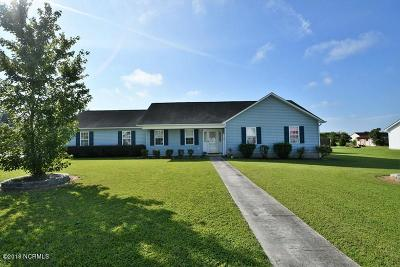 Onslow County Single Family Home For Sale: 124 Airleigh Place