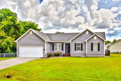 Onslow County Single Family Home For Sale: 136 Camellia Creek Drive