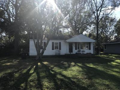 Jacksonville Single Family Home For Sale: 104 Red Oak Street