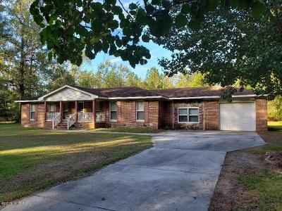Lake Waccamaw Single Family Home For Sale: 982 Wooded Acres Road