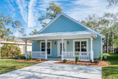 Oak Island Single Family Home For Sale: 108 NE 6th Street
