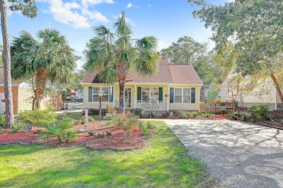 Oak Island Single Family Home For Sale: 106 NW 18th Street