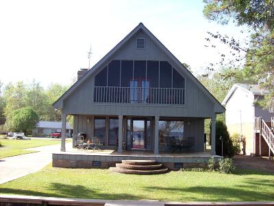 Lake Waccamaw Single Family Home For Sale: 1367 Waccamaw Shores Road