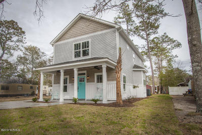 Oak Island Single Family Home For Sale: 218 NE 76th Street