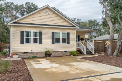Oak Island Single Family Home For Sale: 107 NW 8th Street