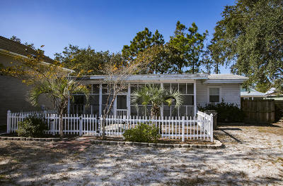 Oak Island NC Single Family Home Active Contingent: $129,000