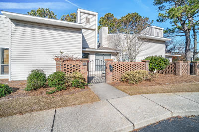 Morehead City Condo/Townhouse For Sale: 106 Bay Court #106