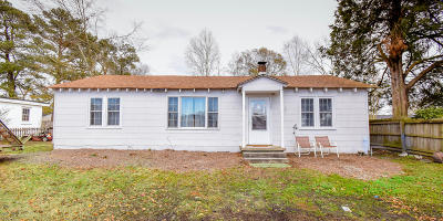 Onslow County Single Family Home For Sale: 304 Pete Jones Drive