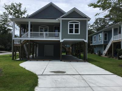 Oak Island Single Family Home For Sale: 307 E Yacht Drive