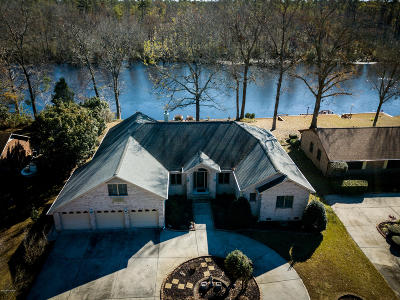River Bend Single Family Home For Sale: 220 Shoreline Drive