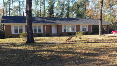 Onslow County Single Family Home For Sale: 2213 Colony Plaza