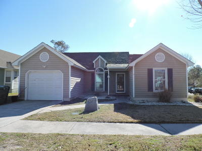 Emerald Isle Single Family Home For Sale: 417 Emerald Circle