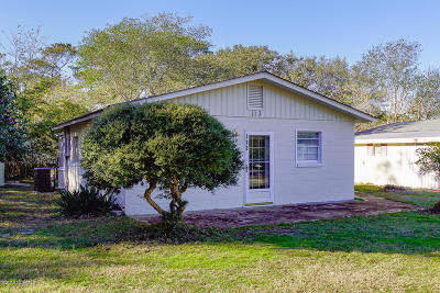 Oak Island Single Family Home For Sale: 113 NE 66th Street