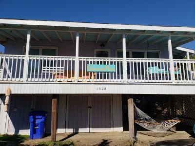 Oak Island Single Family Home For Sale: 1628 E Beach Drive