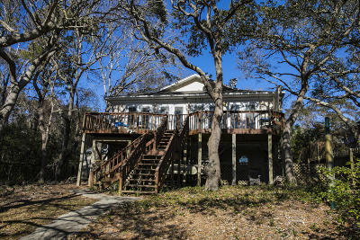 Oak Island Single Family Home For Sale: 118 SE 17th Street