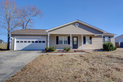 Richlands Single Family Home For Sale: 144 Wheaton Drive