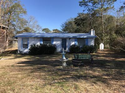Oak Island Single Family Home For Sale: 152 NE 10th Street
