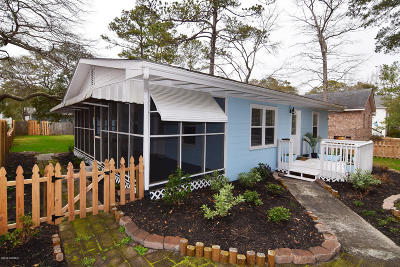 Oak Island Single Family Home For Sale: 317 NE 48th Street