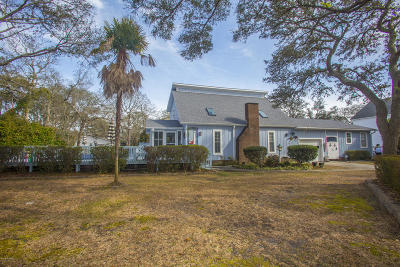 Oak Island Single Family Home For Sale: 114 NE 45th Street