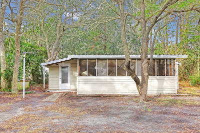 Oak Island Single Family Home For Sale: 221 NE 67th Street