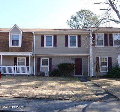 Onslow County Single Family Home For Sale: 106 Palace Circle