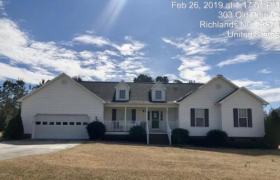 Richlands Single Family Home For Sale: 303 Old Pine Court
