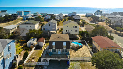Oak Island Single Family Home For Sale: 3635 W Pelican Drive