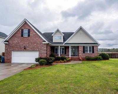 New Bern Single Family Home For Sale: 107 Staffordshire Drive