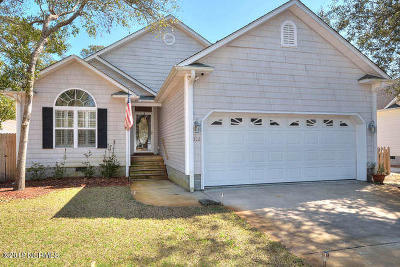 Oak Island Single Family Home For Sale: 322 NE 40th Street