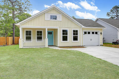 Oak Island Single Family Home For Sale: 104 NW 19th Street