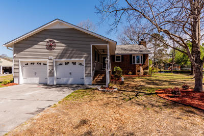 New Bern Single Family Home For Sale: 104 Sextant Court Court