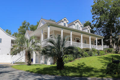 Oak Island Single Family Home For Sale: 109 SE 24th Street